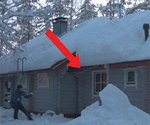 Ecco come quest'uomo rimuove la neve dal tetto. Un sistema geniale!
