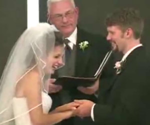 Risate inarrestabili al matrimonio