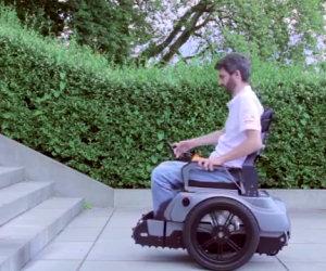 Una sedia a rotelle che non conosce ostacoli, invenzione geniale!