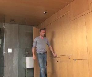 Sembra solo un piccolo appartamento, ma appena tocca le pareti...