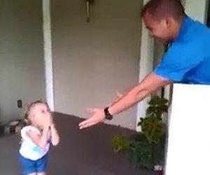 Soldato fa alla figlia il miglior regalo