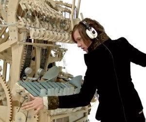 Questo strumento musicale contiene 2000 biglie, ascoltiamolo!