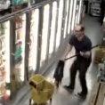 Guardando i filmati delle telecamere di sicurezza ci si può commuovere