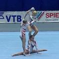 Tre ginnaste si esibiscono e conquistano il pubblico alla grande