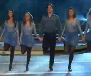 Iniziano ballando una danza irlandese ma il bello deve ancora venire