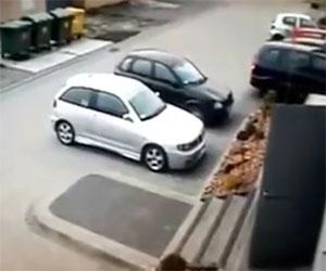 Prova a parcheggiare l'auto ma combina un vero disastro