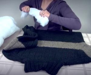 Realizzare un regalo per i nostri cani con un vecchio maglione