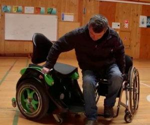 Sembra una normale sedia a rotelle ma è molto, molto speciale!
