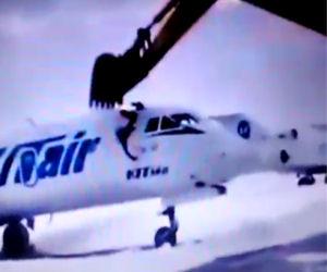 Licenziato dall'aeroporto un uomo si vendica distruggendo un aereo
