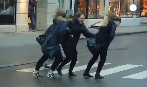 Vento Troppo Forte In Norvegia Video Incredibili