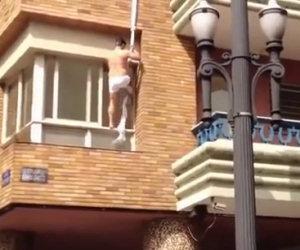 Amante scappa dalla finestra