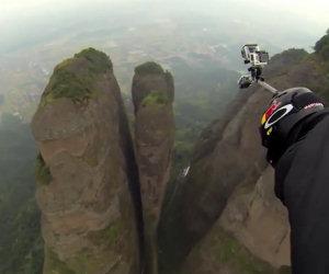 Volare tra due grosse montagne