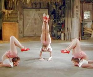Sembrano tre ballerine normali ma hanno un'abilità davvero unica