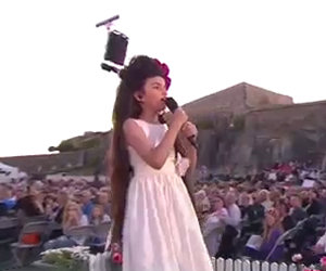 Questa bimba ha solo 8 anni ma lascia il pubblico senza parole