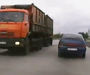 Auto perde il lunotto posteriore