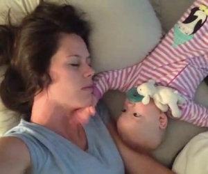 Bimba non vuole far dormire la mamma