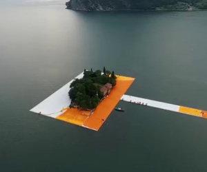 Camminare sull'acqua: l'opera d'arte che sta incantando il mondo