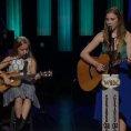 Due sorelle cantano in modo unico un classico di Johnny Cash