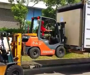 Caricare un camion in modo epico