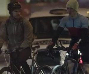 Sembrano ciclisti come tanti ma di notte nascondono un segreto
