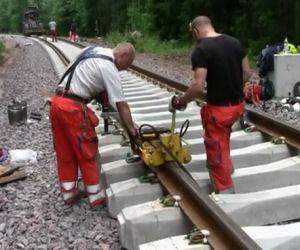 Ecco come vengono riparate le ferrovie in Svezia. Pazzesco!