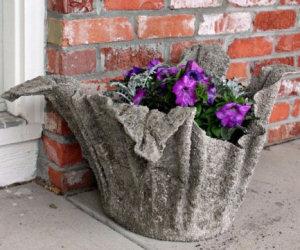 Con un asciugamano e del cemento crea un bellissimo vaso