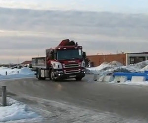 Derapata di un camion sul ghiaccio