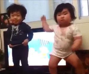 Dolcissimi bimbi koreani danzano