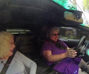 Due nonne salgono su una Lamborghini, ecco le loro reazioni