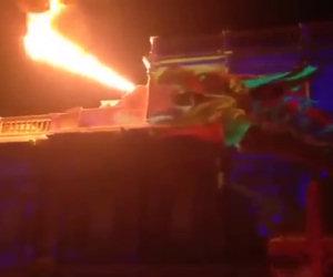 Un incredibile show di luci su un edificio per festeggiare il nuovo anno