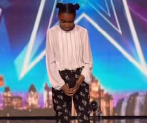 Una ragazza dolcissima sale sul palco e conquista il pubblico