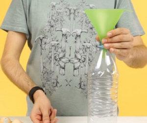 Ecco come fare le crepes usando una bottiglia di plastica!