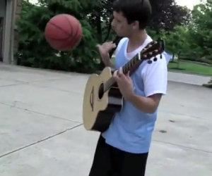 Giocare a basket e suonare