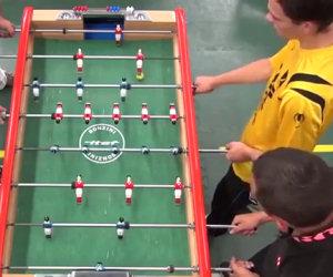Goal incredibile a calcio balilla