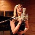 Canta Hello di Adele in spagnolo, forse più bella dell'originale