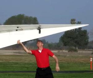Il più grande aereo di carta al mondo