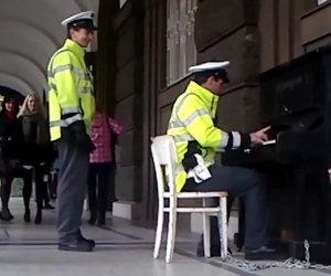 Il poliziotto pianista di Praga