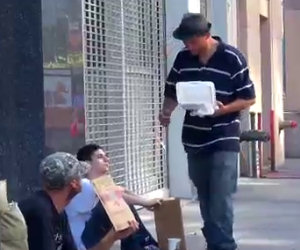 Il senzatetto ed il bambino, una lezione che non dimenticherete