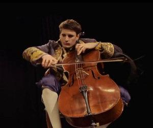 Thunderstruck con i violoncelli