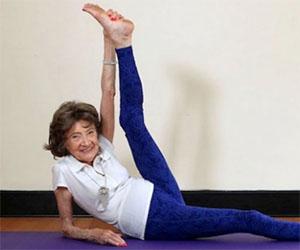 Ecco l'istruttrice di yoga più anziana del mondo, ha 96 anni!