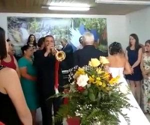 Ecco la peggiore banda che abbia mai suonato ad un matrimonio