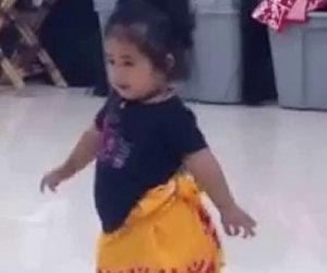 Questa è la più piccola studentessa di questa scuola di danza
