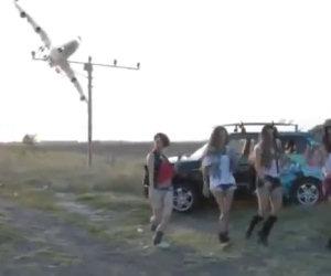 Aereo di linea fa una manovra acrobatica