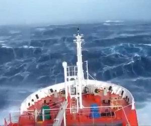 Navigare con il mare in tempesta