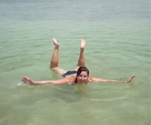 Nuotare nel Mar Morto
