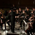 Un'intera orchestra suona Bohemian Rhapsody dei Queen