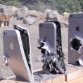 Quanti iPhone servono per fermare un proiettile di AK-74?