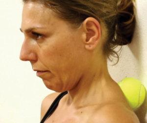 Ecco come rimettersi in forma usando solo una palla da tennis