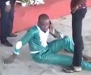 Risponde al telefono durante esorcismo