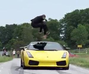 Salta su una Lamborghini a 130km/h